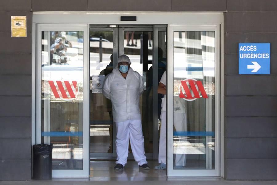 España confina a más de 200 mil personas tras rebrote de Covid-19