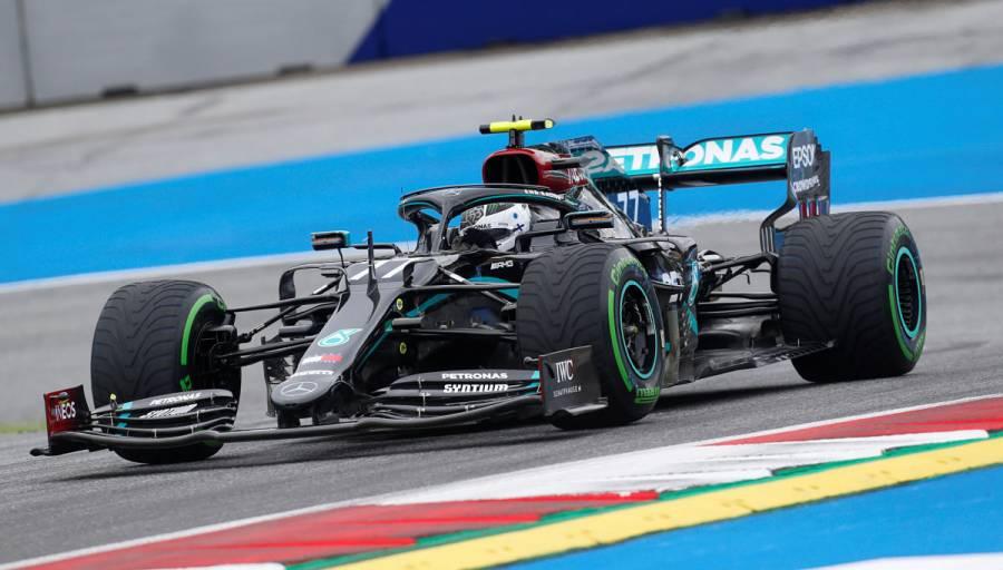 Valtteri Bottas le quita la pole a Lewis Hamilton en Austria
