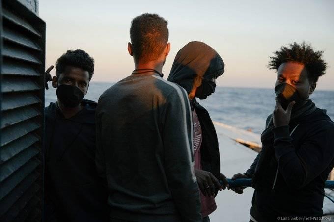 Permiten desembarque de 180 migrantes del Ocean Viking en Italia