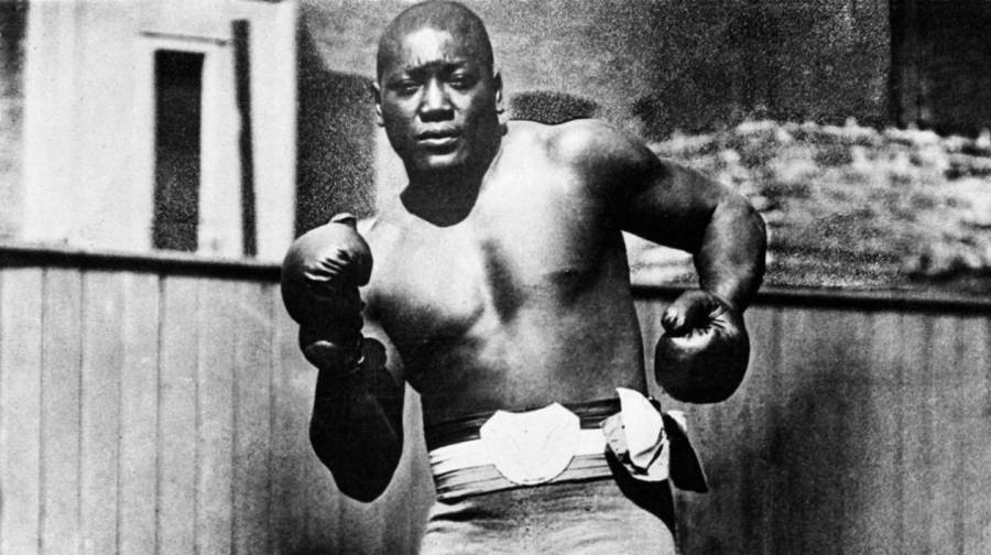 Otorga Trump perdón al boxeador afroamericano Jack Johnson
