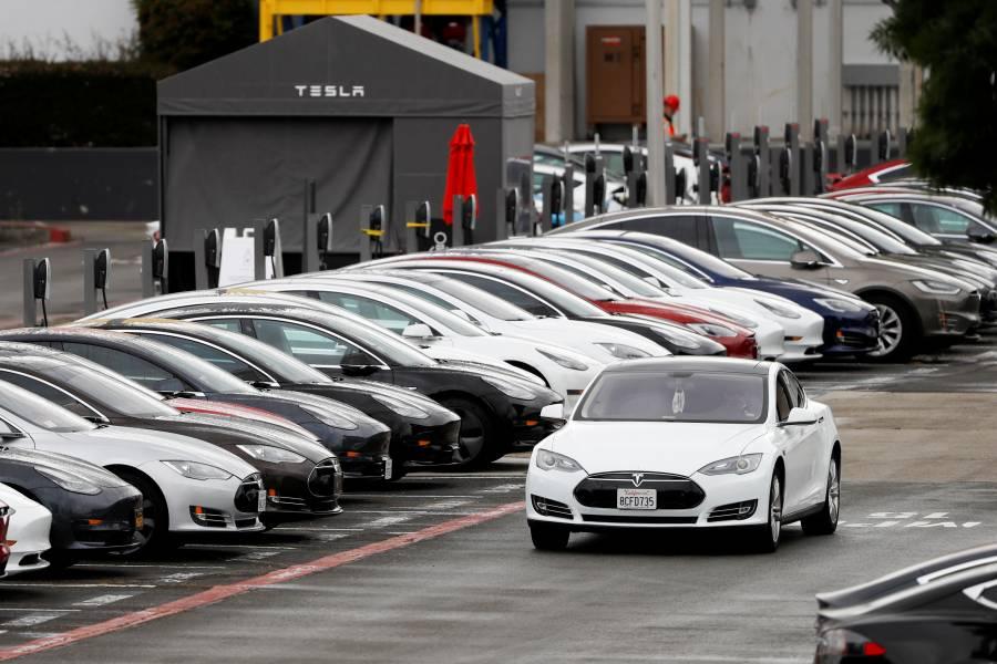 Compra 28 autos eléctricos por error