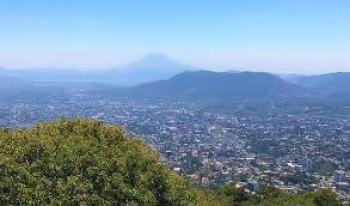 El Salvador pospone reapertura económica