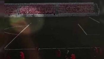Video: Futbolista es alcanzado por un rayo durante entrenamiento