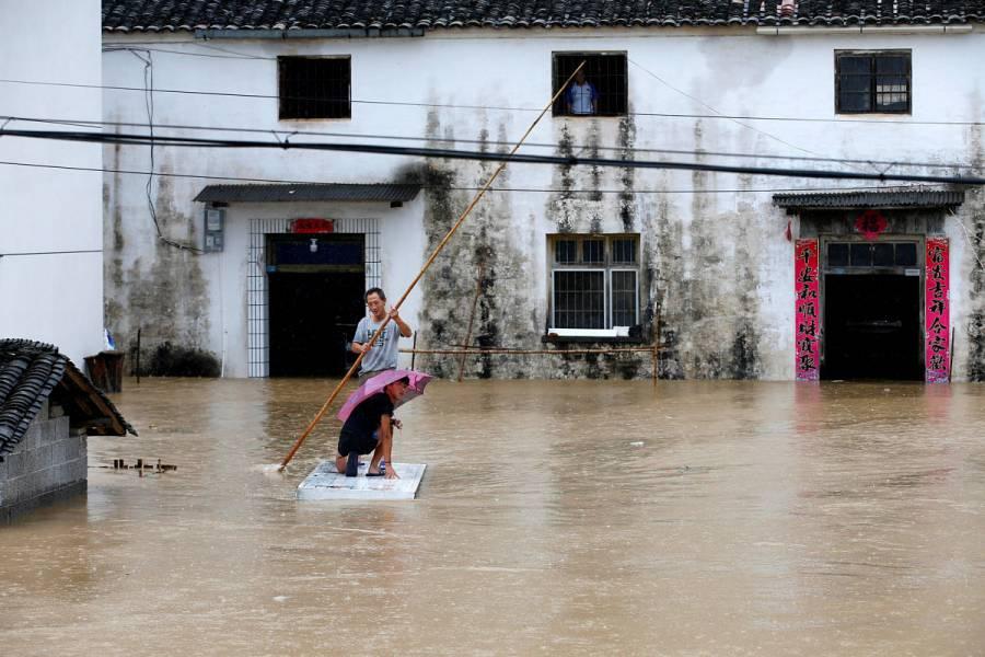Eleva China nivel de emergencia por lluvias torrenciales; van más de 100 muertos