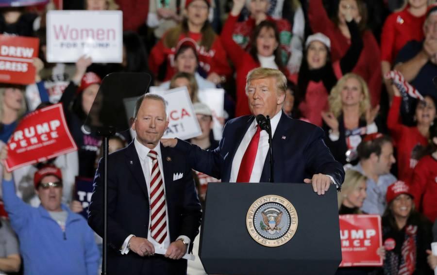 Desaprobación a Trump alcanza  56%, su nivel más alto desde 2017