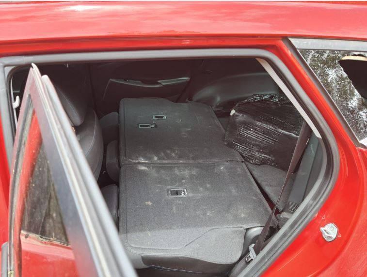 Sedena asegura camioneta con presunta cocaína ligada a aeronave incendiada en Quintana Roo