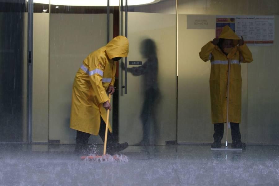 """Colapsan tuberías de agua del Senado y causan """"cascadas"""" por lluvias [Video]"""