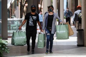 Sheinbaum pide hacer compras esenciales en reapertura de centros comerciales