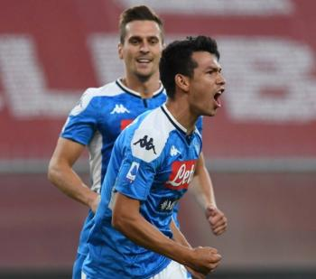 "Gol del ""Chucky"" Lozano da la victoria al Napoli sobre el Genoa"