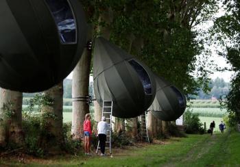 Los belgas vacacionan en árboles al no poder viajar por pandemia