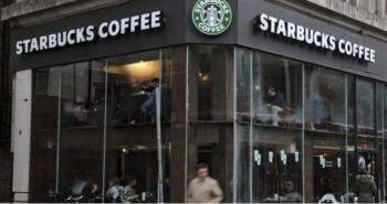 Starbucks exhorta a sus clientes de usar cubrebocas en sus establecimientos en EE.UU