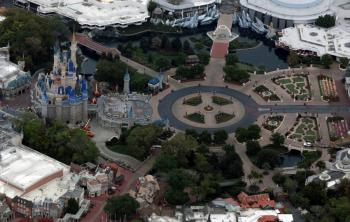 Disney World reabre con uso obligatorio de mascarillas y con Mickey a distancia