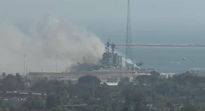 18 marinos heridos de Estados Unidos por incendio de buque en San Diego
