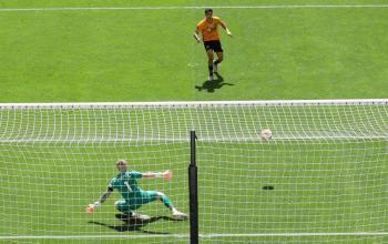 Jiménez anota en la victoria del Wolverhampton sobre el Everton