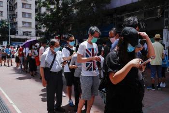 Hong Kong endurece de nuevo medidas de distanciamiento por repunte de casos de Covid-19