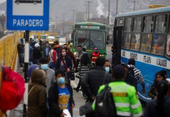 Perú reanuda vuelos nacionales;  pide declaración de salud