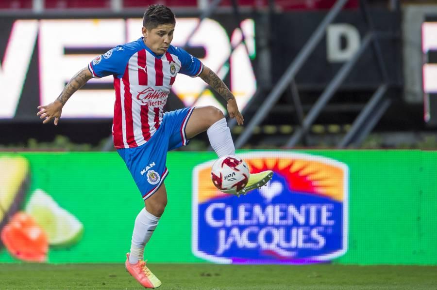 "Chivas reporta a ""Chofis"" López sin Covid-19"