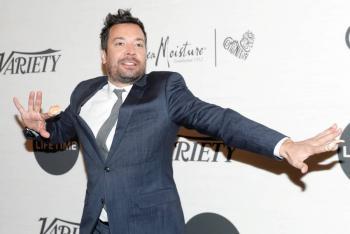 """Jimmy Fallon regresa al set de """"Tonight Show"""" sin público"""