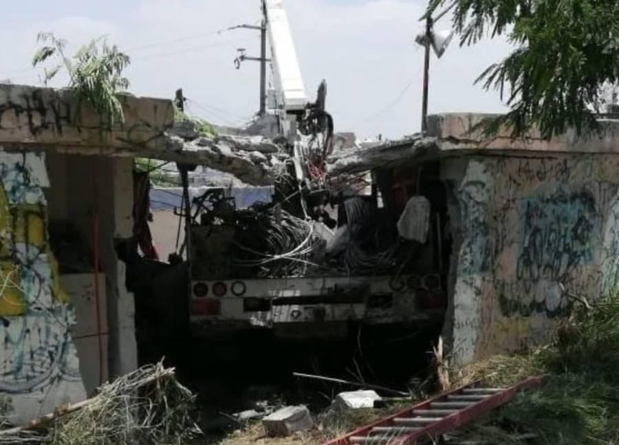 Camión de la CFE se queda sin frenos y mata a tres personas