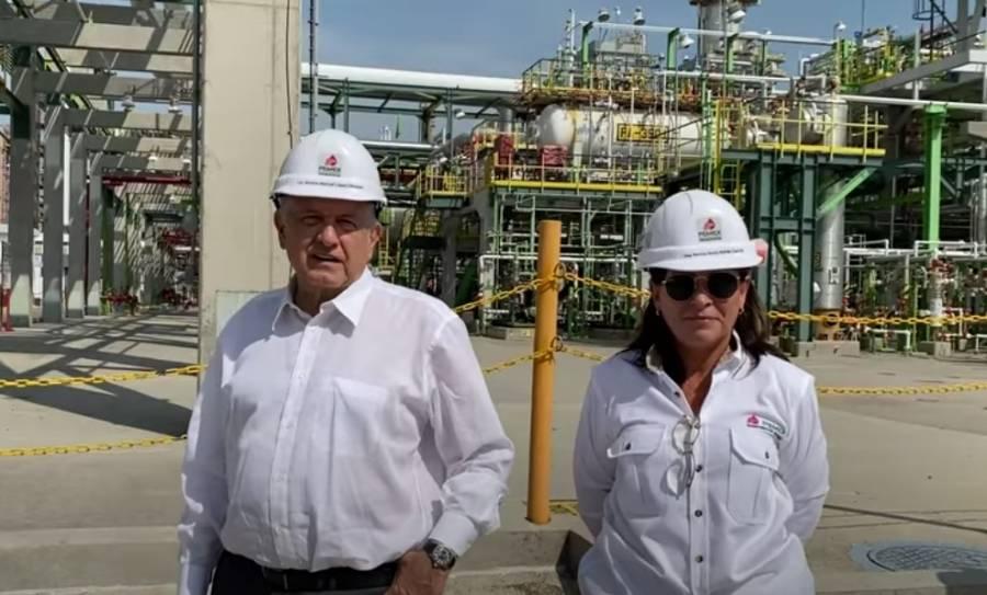 AMLO supervisa refinería en Salamanca y reconoce huachicoleo en Pemex