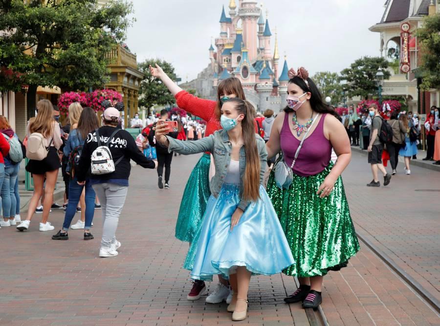 Disneyland París reabre después de un cierre de cuatro meses