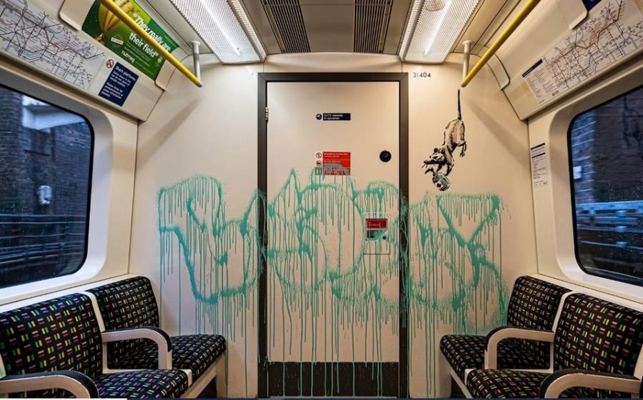 Borran grafitis de Bansky en vagones del Metro de Londres