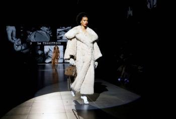 Dolce & Gabbana celebra su primer desfile en la era del Covid-19 con mascarillas