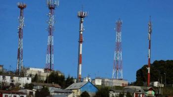 Cárteles instalan antenas en estructuras telefónicas para dar soporte a sus radios bidireccionales