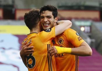 Jiménez llega a 17 goles, pero el Wolverhampton se aleja de la Champions