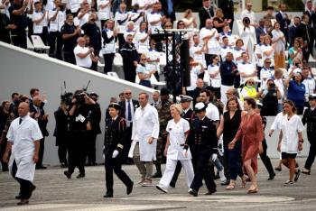 Honra Francia a héroes de  pandemia en Fiesta nacional