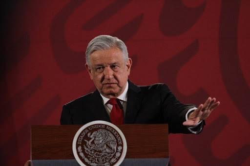 Insultan a AMLO y golpean su camioneta en Jalisco