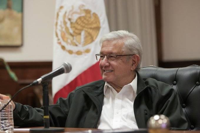 """AMLO asegura que la mayoría no apoya el regreso """"al país de la corrupción"""""""