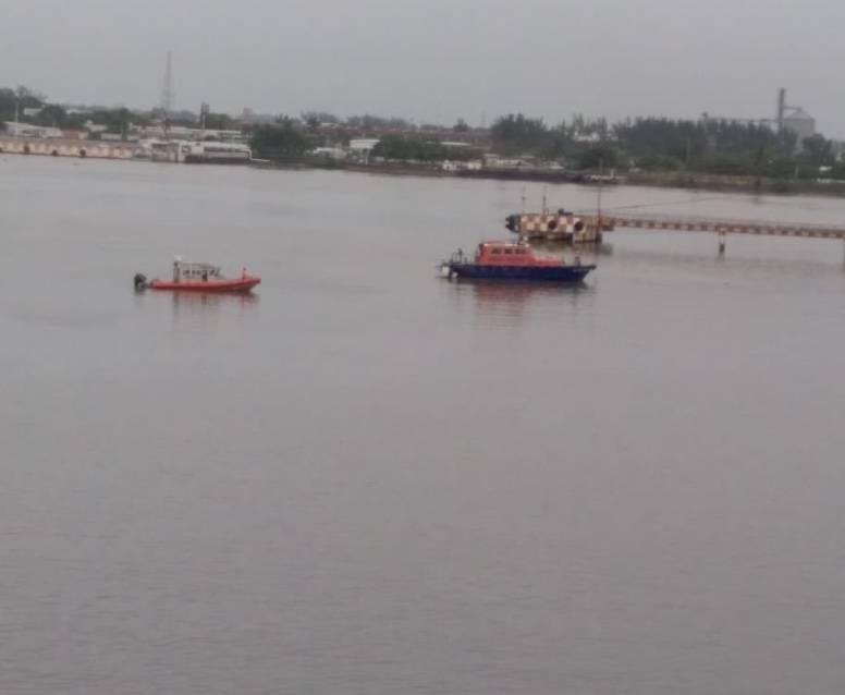 Lancha con trabajadores de Pemex se hunde en Veracruz