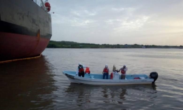 Tras hundimiento de embarcación en Veracruz, buscan a dos trabajadores de Pemex desaparecidos