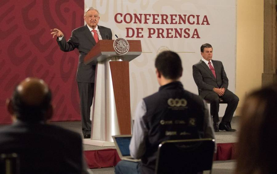 """AMLO reitera política de """"Abrazos y no balazos"""" al adherirse al """"Nuevo Testamento"""""""