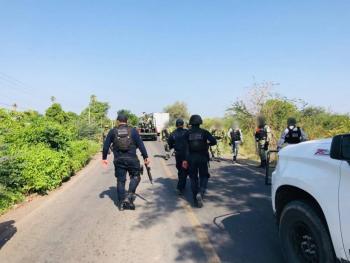 Tras operativo, bloquean vialidades y queman vehículos en Michoacán