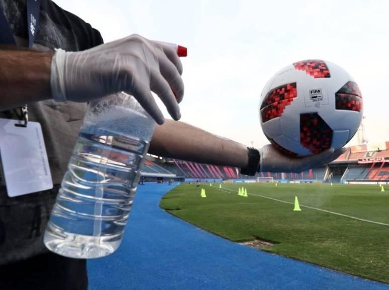 Paraguay reanuda el futbol profesional pese a polémica por casos de Covid-19