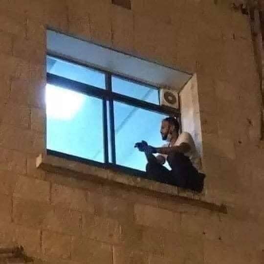 Debido al Covid-19, joven visitó cada noche a su madre desde la ventana de un hospital