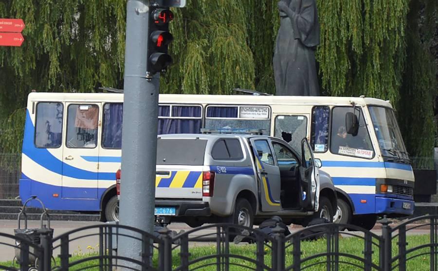 Un hombre con explosivos secuestra en Ucrania un autobús con pasajeros
