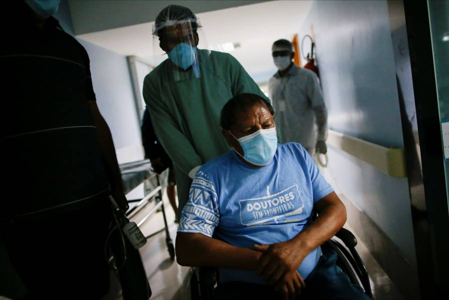 Hospitalizan a jefe indígena brasileño por Covid-19