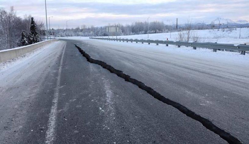 Sismo de magnitud 7.8 remece Alaska; cancelan alerta de tsunami [Video]