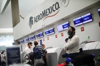 Aeroméxico baja sueldos; Interjet levanta muy poco