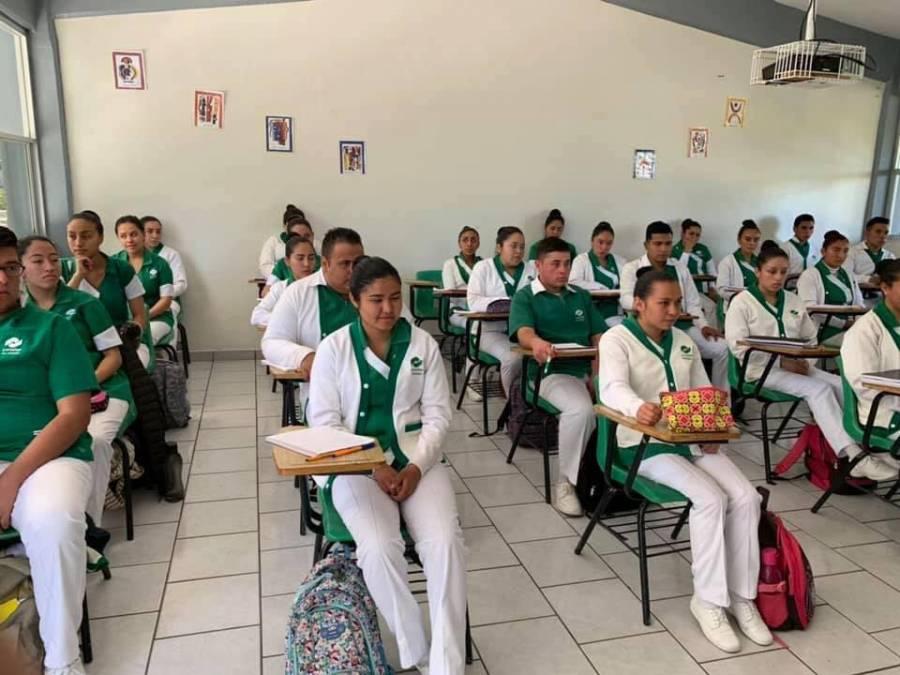Fortalece CONALEP al Sector Salud con más de nueve mil 200 alumnos de Enfermería