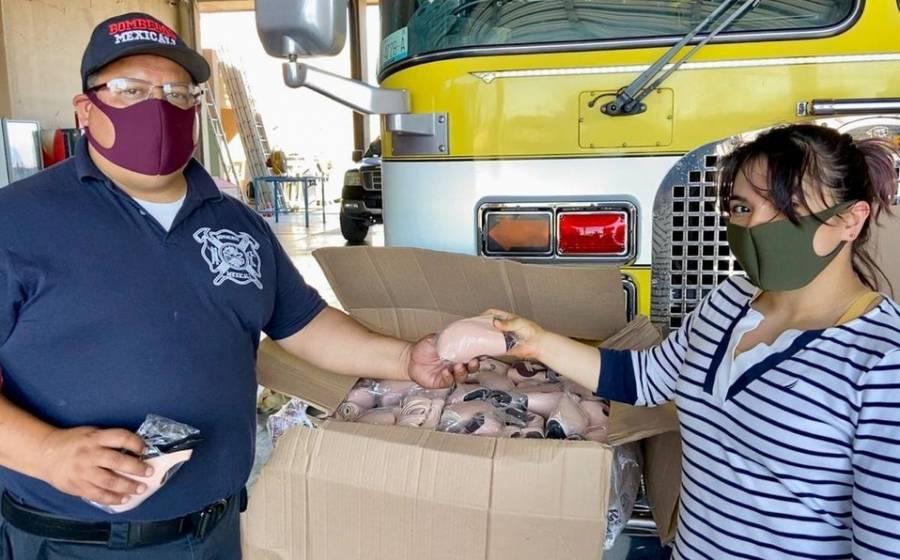 Policías y bomberos de Mexicali reciben cubrebocas por parte de Alexa Moreno