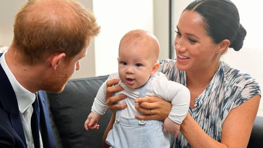 Príncipe Harry y Meghan demandan a paparazzi para proteger privacidad de su hijo