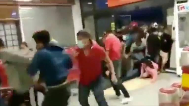 """""""Súper ofertas"""" provocan estampida en tienda Soriana de Chilpancingo"""