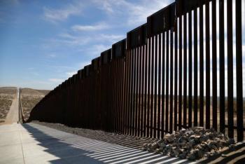 """VIDEO: Colapsa parte del muro fronterizo entre Texas y Tamaulipas por """"Hannah"""""""