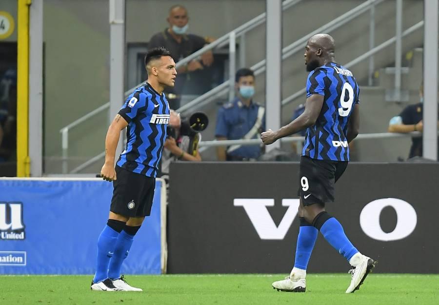 Inter triunfa ante el Napoli de Lozano