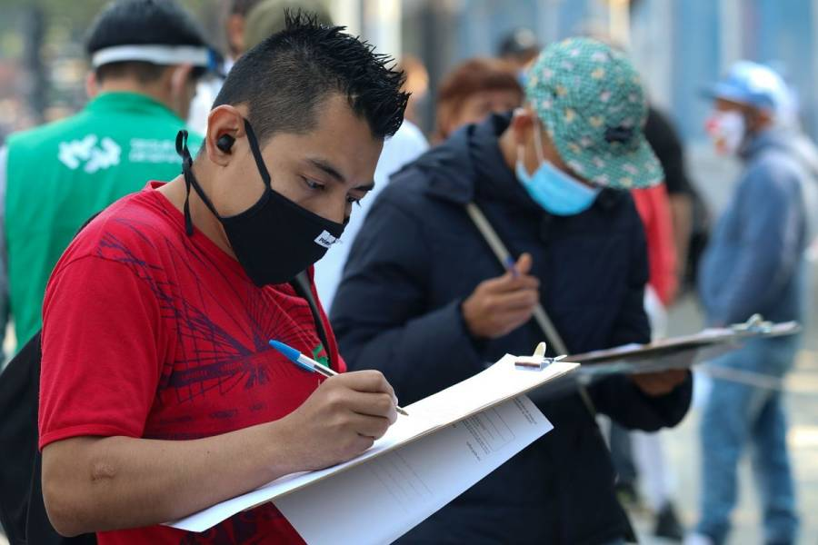 Población del país en pobreza laboral llegó a 54.9% en mayo: Coneval