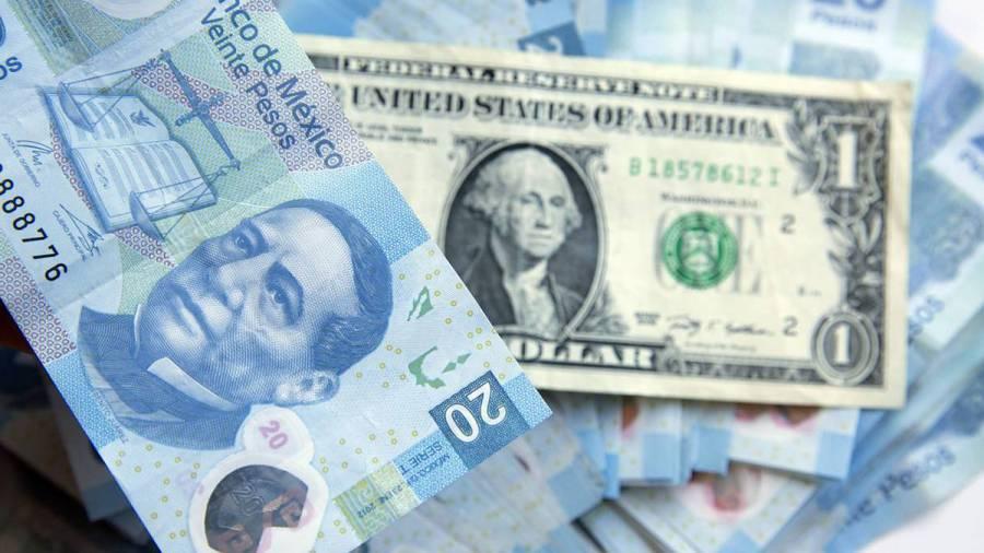 Peso pierde desde mejor nivel de seis semanas y cotiza en 22.01 por dólar